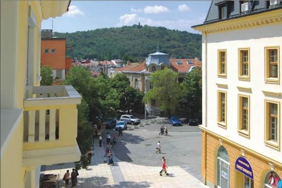 Площада пред община Сливен