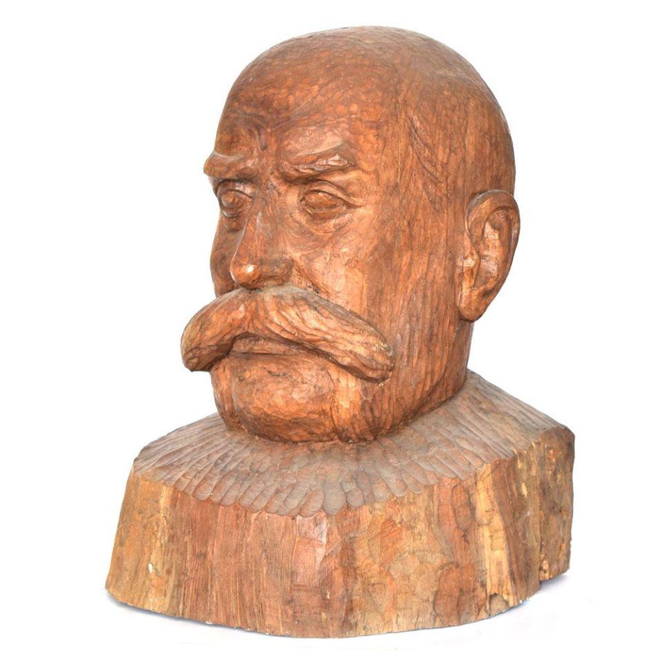 """Автор: Димитър Кавръков Наименование: """"Портрет на д-р Г. Миркович"""", 1978 г. Материал: дърво Размер: 48/29/38 см."""